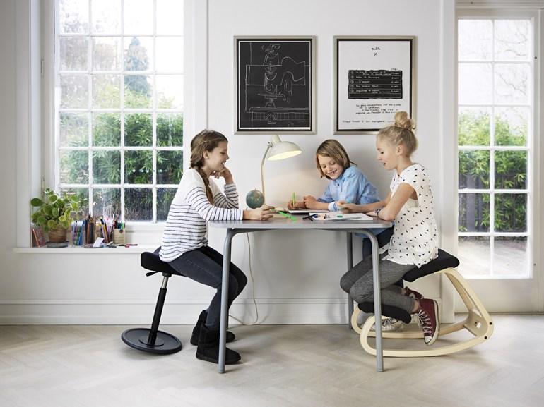 In forma fisica con le sedie ergonomiche varier mobili a